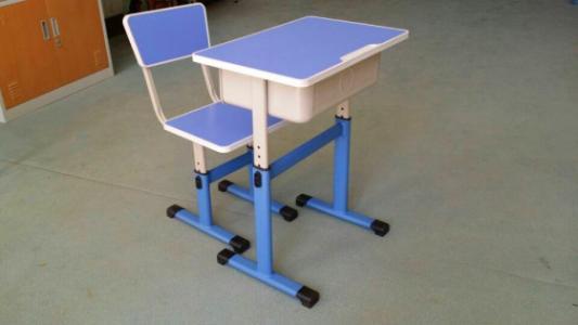 善学时尚家具:孩子的健康是如何被不合适的课桌椅影响的呢?